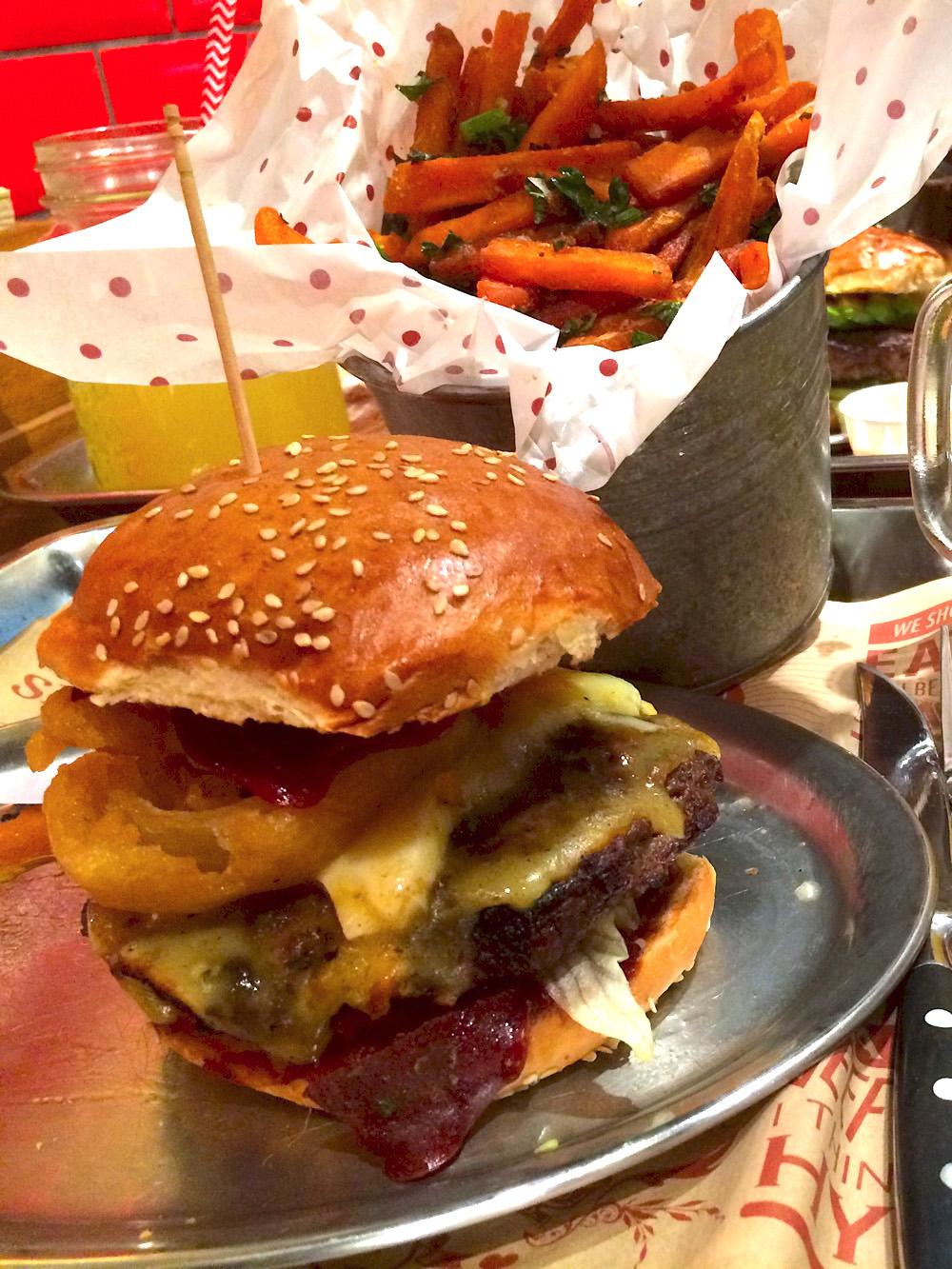 beste burger l den in d sseldorf restaurant insider tipps top 5. Black Bedroom Furniture Sets. Home Design Ideas